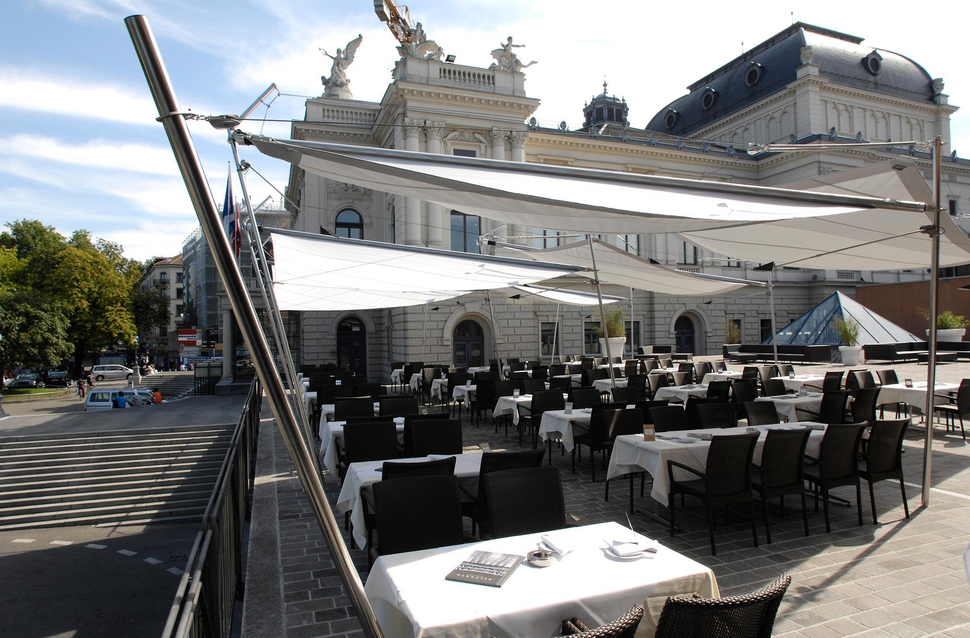 Opernhaus Zürich mit Sonnensegel