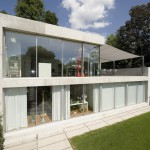Ausgerolltes Sonnensegel auf Terrasse von Villa in Winterthur