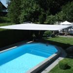 Elegantes Sonnensegel aufrollbar: Beschattung von Pool in Remetschwil AG 8329