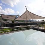 Sonnensegel für grosse Dachterrasse. Regen und Sonnenschutz.