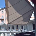 rollbare Sonnensegel Balkon Hotel Belvedere Scuol GR