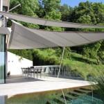 Fassadenbeschattung mit stilvollen Sonnensegel Terrassenhaus BL