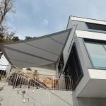Sonnensegel Terrasse - filigran und doch robust. Hier Projekt am Vierwaldstätersee.