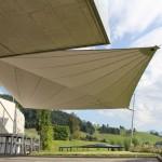 Diskret integrierter Sonnenschutz mit Sonnensegel