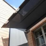 Fassadenbeschattung teilausgerollt