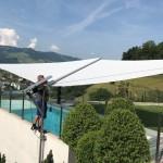 Sonnensegel Cantilever über Pool