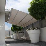 Sonnensegel zwischen Haus- und Gartenabschluss
