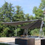 schlanke Stützen in Edelstahl für Sonnensegel