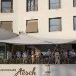 Aufrollbares Sonnensegel: Restaurant Aesch, Walchwil ZG